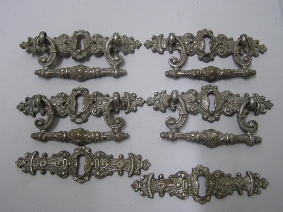 4 X Schubladen Beschlage 2 X Schlusselschilder Grunderzeit Um 1880