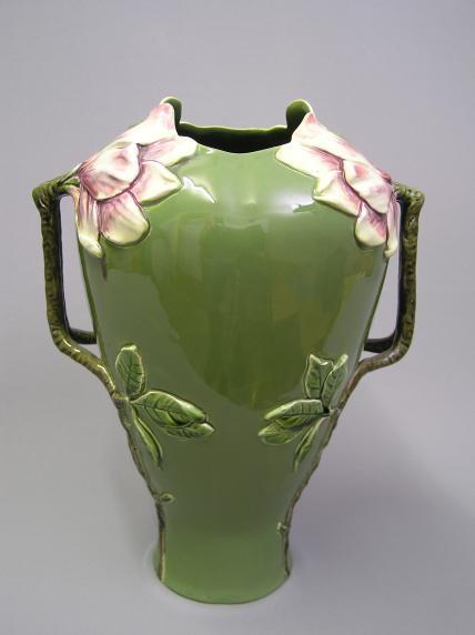grosse vasen cheap groe vase als deko element benutzen und mit ein paar sten verzieren with. Black Bedroom Furniture Sets. Home Design Ideas